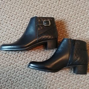 Munro Jolynn Ankle Boot/Bootie in Black Leather